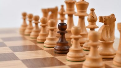 chess figures symbolizing how you can differentiate your moving services online and be different